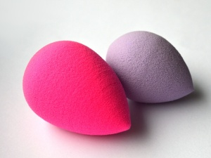 "BeautyBlender vs. it's nemesis, the ""dupe"".  Image via Kiss and Makeups Beauty Blog"