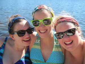 From left to right: Amanda, her friend Kayla and her friend Jen.