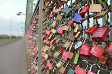 Kölns own Love Locks bridge. Not as impressive as Pont des Arts in Paris, but few things are, amirite?