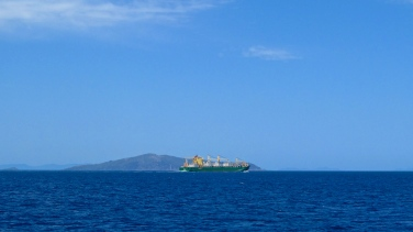 A boat calmly travels around the Great Barrier Reef. Photo by: Leviana Coccia.