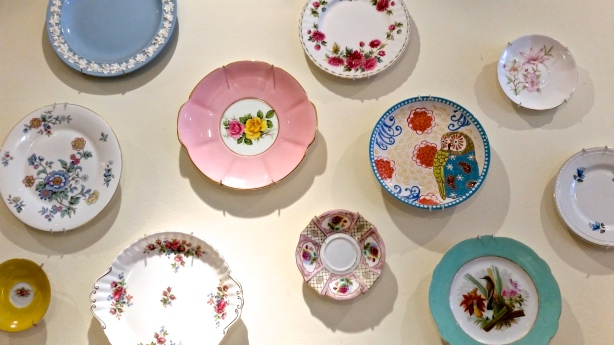 Plate-decor at Sylvie and Shimmy. Photo by: Leviana Coccia.