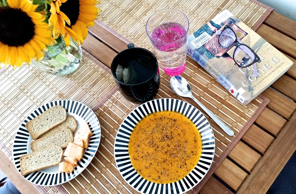 If only every day was this sunny! Homemade butternut squash soup (with secret ingredient: red lentils), crackers and cheese and a good book. Heaven.
