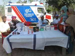Kernjeet and her team set up a pharmacy table. Courtesy of: Kernjeet Sandhu.